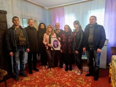 30 травня у Вікні на Заставнівщині свободівці відвідали родину земляка – Героя-добровольця Василя Бабуха (ФОТО)