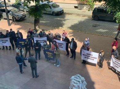 Жителі приміської Коровії вранці пікетували ОДА: не хочуть до Чернівецької ОТГ (ВІДЕО)
