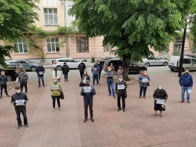 Кобевко побачив, як буковинська влада ділить міста і села, людей і громади. Люди бунтують…