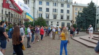 У Чернівцях на Центральній площі проводять акцію на підтримку української мови (ФОТО)