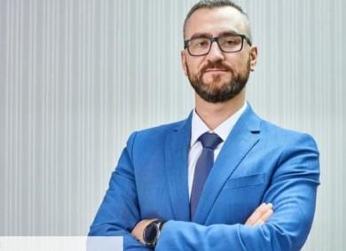 Колишній студент, який кинув яйцем у Януковича, став топ-менеджером Укрзалізниці