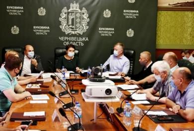 Керівництво Чернівецької ОДА отримало контрастний душ від депутатів на колегії облради, але питання недовіри Голові ОДА Осачуку, яке назріває, будуть виносити вже на сесії.