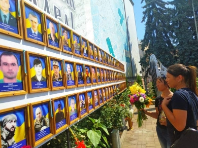 На Центральній площі Чернівців пом'янули двох Героїв, які полягли за Україну на початку війни з Росією