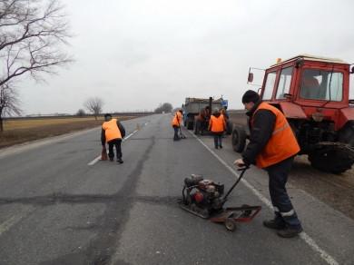 Чернівецька ОДА використала всього 7% коштів на ремонт доріг з початку року
