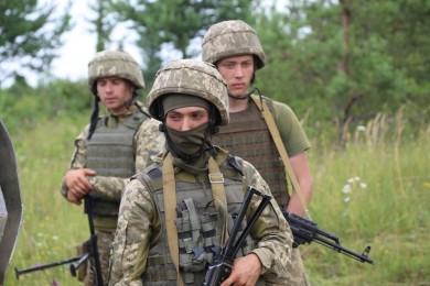 Понад 400 чоловіків та жінок з Буковини уклали цьогоріч контракт із ЗСУ: які обирають посади?