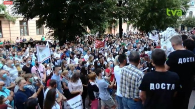 Більше тисячі буковинців пікетують Чернівецьку ОДА, вимагаючи відмінити в області карантин, скликати обласну раду та відправити у відставку Осачука (НАЖИВО)