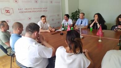 Чи не єдиний унікальний випадок в Україні, щоб міськрада, за ініціативою свободівців, викупивши практично знищений «Локомотивноремонтний завод» за два роки відновила і зробила прибутковим