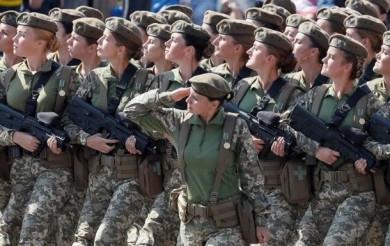 Троє буковинок за контрактом ЗСУ обрали спеціальність у складі екіпажів бойових машин
