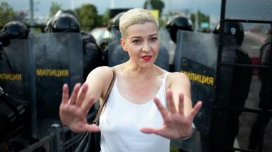Білоруську опозиціонерку Марію Колеснікову, яка напередодні порвала паспорт, щоб її не викинули з країни, кинули у мінське СІЗО