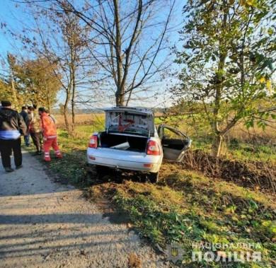 На Кіцманщині ВАЗ врізався у дерево: водій загинув