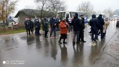 У Банилові люди прекрили дорогу: вимагають відновити газопостачання, яке відсутнє з червня через паводок