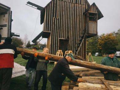 У Чернівцях до музею просто неба перевезли хату з Буковинських Карпат (ФОТО)