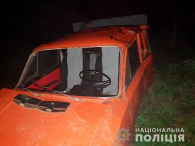 На Кельменеччині перекинувся ВАЗ, травмувалися дві пасажирки (ФОТО)