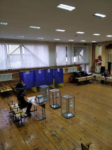Виборчі комісії на «мінімалках» та неопечатані малі скриньки, як відбувається другий тур виборів у Чернівцях