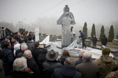 Політ у вічність. Леоніду Каденюку відкрили пам'ятник у Києві (ФОТО)