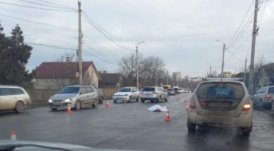 ДТП на вулиці Винниченка у Чернівцях: авто на смерть збило чоловіка