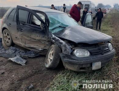 У Михальчі чергова аварія з потерпілими: не розминулися мікроватобус з легковиком (ФОТО)
