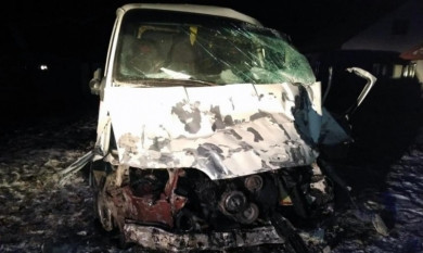 На Хотинщині смертельна ДТП: водій хлібовозу заснув за кермом і врізався у стовп