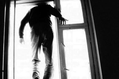 У Чернівцях з вікна багатоповерхівки викинувся чоловік
