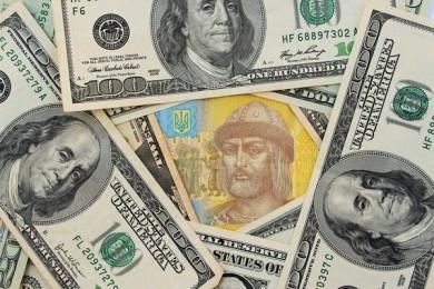 Українці купуватимуть долари за новими правилами: НБУ ухвалив рішення