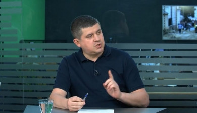 Бурбак закликає міську владу передати злітну смугу Чернівецького аеропорту у власність держави