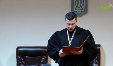 Продан з Михайлішиним домагаються реєстрації депутатами Чернівецької міськради, правомочність скликання якої вони далі оскаржують в судах