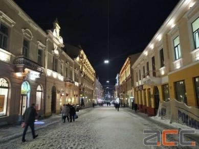 У Чернівцях на історичній вулиці Кобилянської осучаснили освітлення фасадів (ФОТО)