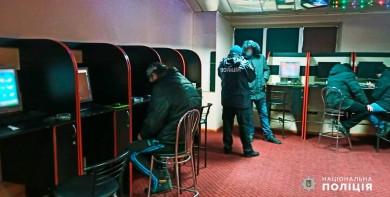 На Буковині поліцейські припинили діяльність потужної мережі підпільних гральних закладів (ФОТО)