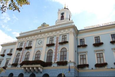 Журналісти дізналися, скільки зарплати отримало у січні керівництво Чернівецької міськради