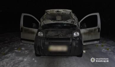 У Чернівцях невідомі бандити зупинили автомобіль, пограбували і побили водія та пасажира металевими палицями (ВІДЕО)