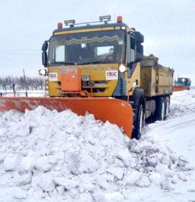 У Чернівецькій ОДА повідомили водіям ділянки доріг, де немає проїзду через снігопади і перемети