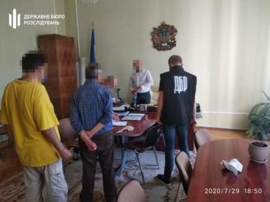 Колишнього керівника департаменту освіти Чернівецької ОДА Харатіна суд оштрафував за отриманий хабар на 40 тис. гривень