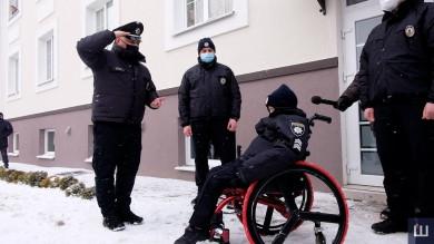 У Чернівцях 10-річний онкохворий хлопчик став поліцейським. Це його остання мрія (ФОТО)