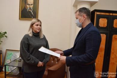 Дитині-сироті з Чернівців придбали житло за державні кошти