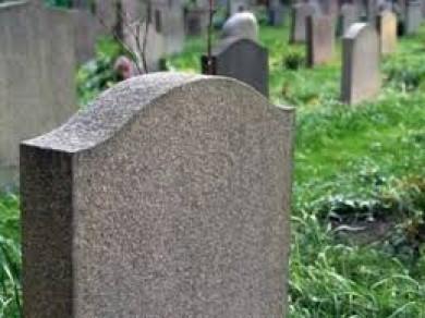 На Сторожинеччині судитимуть місцевого мешканця за наругу над могилами - крав бронзові бюсти