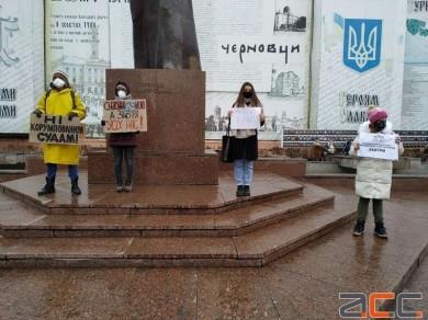 Чернівчани вийшли на нову акцію на підтримку засудженого активіста Сергія Стерненка (НАЖИВО АКЦІЯ У КИЄВІ)