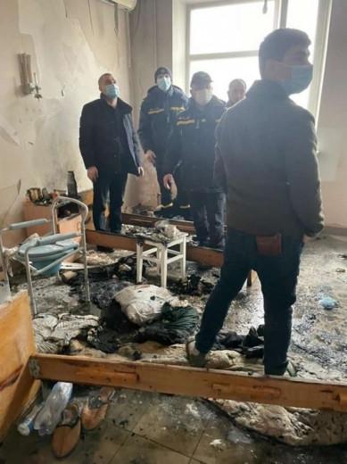 Мер Чернівців Клічук опублікував фото з місця трагедії і висловив співчуття родині загиблого від вибуху у лікарні №1