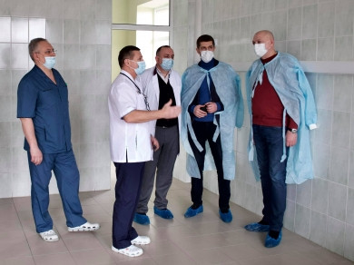 Медики на зустрічі з головою облради запропонували об'єднати дві дитячі лікарні — обласну та міську