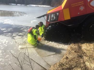 На Вижниччині рятувальники витягнули з озера тіло загиблого рибалки