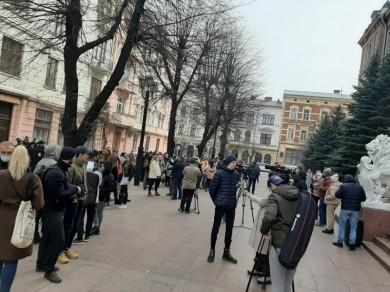«Третьої хвилі не витримаємо»: під стінами Чернівецької ОДА мітингують ресторатори