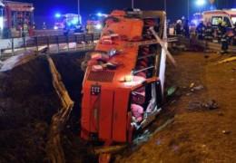 Вісім українців у важкому стані, пасажири не були пристебнуті. Польські ЗМІ розповіли подробиці про аварію автобуса Познань — Херсон