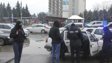 У середмісті Чернівців вранці стріляли: у винуватця поліція вилучила пістолет та наркотики (ВІДЕО)