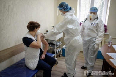 МОЗ назвало можливі реакції організму на вакцину та назвало фейком те, що Ізраїль нібито не визнає українську вакцинацію Covishield