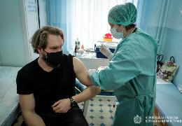Чиновники, народні депутати, спортсмени, актори, співаки, священники: розширили перелік буковинців, які можуть вакцинуватися від COVID-19
