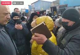 Підприємці Калинки протестують через закриття ринку