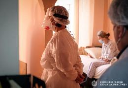 В Україні знову рекорд смертноcті від COVID-19: науковці кажуть, що число нових випадків захворювання в країні подвоюється кожні три тижні