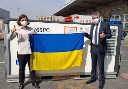 З Китаю відправили першу партію вакцини CoronaVac в Україну