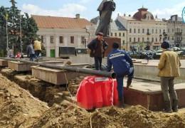 На Центральній площі Чернівців готують фонтан до туристичного сезону
