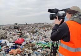 Сміттєзвалише у Чорнівці переповнене: щороку сюди вивозять 140 тисяч тонн сміття (ФОТО+ВІДЕО)