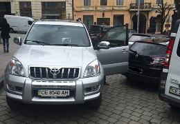 Службові авто для керівників міськради продадуть на аукціоні, гроші підуть у бюджет, - мер Чернівців Клічук